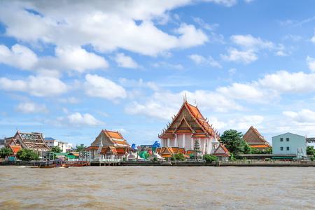 Wat Kalayanamit Woramahavihara (Wat Kalaya), Chao Phraya River, Bangkok, Thailand Stock Photo