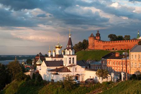 Gezicht op de kerk van Elijah De profeet op de achtergrond van het Kremlin, Nizhny Novgorod, Rusland Stockfoto