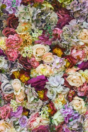 romantische mooie bloemenmuur. achtergrond van rozen voor bruiloftscènes. bovenaanzicht