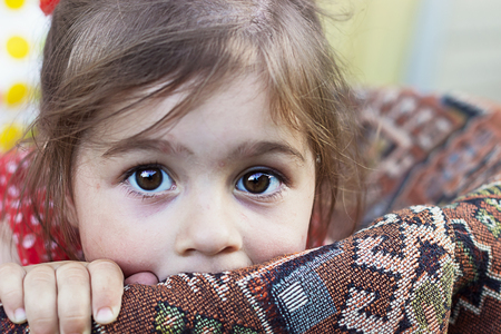 Portret cute smutnej dziewczynki
