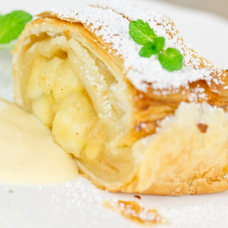 apple strudel photo