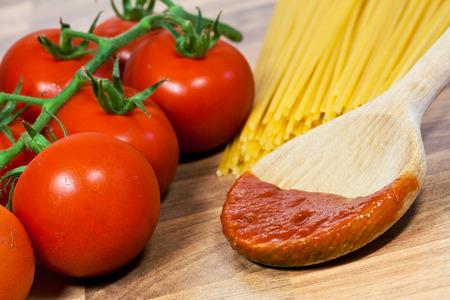 spaghetti with tomatoes photo