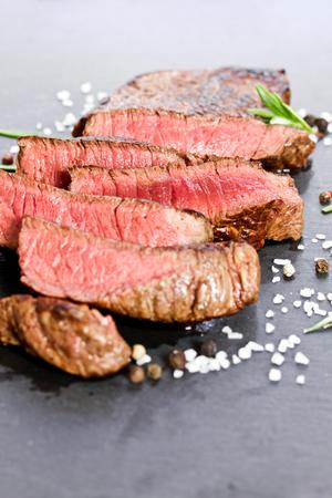 medium grilled steak 版權商用圖片