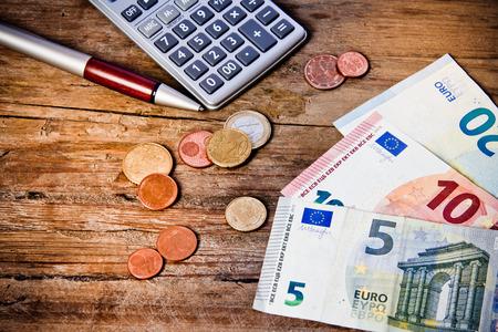 money and calculator 版權商用圖片