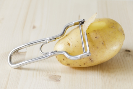 Potatoe with vegetable peeler