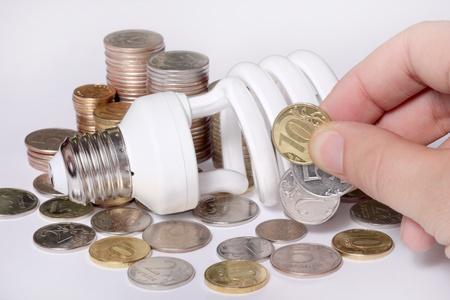 ahorro energetico: concepto, que simboliza la eficiencia económica de la bombilla de ahorro de energía Foto de archivo