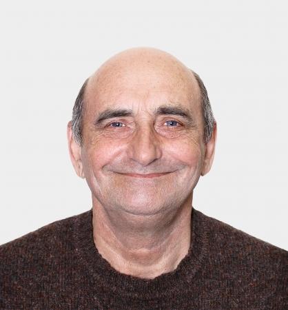 hombre calvo: Closeup retrato de un hombre de mediana edad feliz