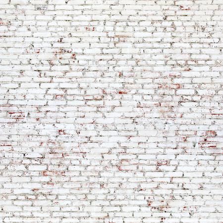 흰색과 붉은 벽돌로 오래 된 벽돌 벽