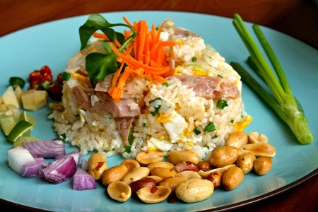 fried rice with fermented sausage (Khao pad naem)