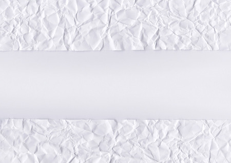 wrinkled paper: De gerimpelde papier witte achtergrond textuur Stockfoto