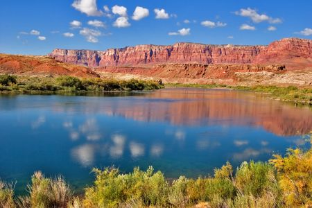 Cleaqr sunny day on Colorado river Stock Photo - 513171