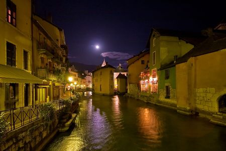 Evening time embankment of Annecy lake, lit by the moon Archivio Fotografico