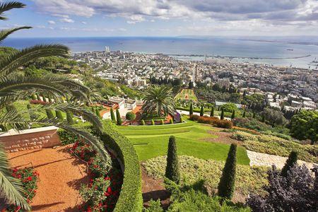sanctity: Grandioso paesaggio magnifico - giardini Bahai, Haifa e mare Mediterraneo