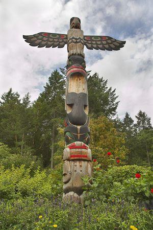 totem indiano: Totem indiano americano decora e protegge bellissimo parco