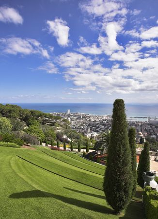 grandiose: Grandiose magnificent landscape - Bahai gardens and the sea