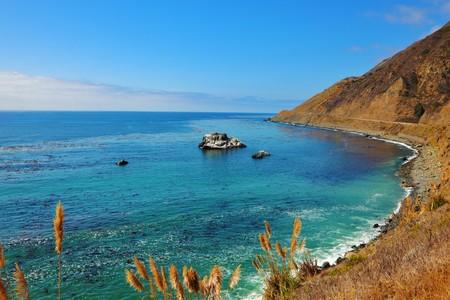 breakage: Costa Pac�fico de Estados Unidos. Rotura abrupta pintoresco y un oc�ano surf  Foto de archivo