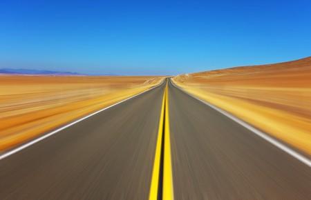 Travel on the American highway on high speed Standard-Bild