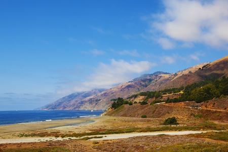 breakage: Costa Pac�fico de Estados Unidos. Rotura abrupta pintoresco y un oc�ano surf