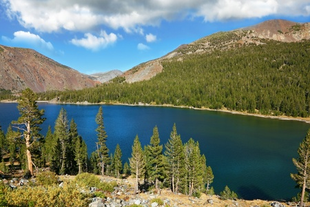 Lake Tioga on pass in an environment of picturesque mountains. Warm serene autumn day in Yosemite park of the USA, California Stock Photo - 10088261