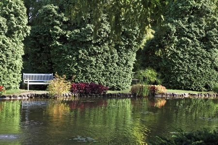 charmingly: Sigurta charmingly picturesque garden. Shallow pond, and elegantly trimmed trees. Northern Italy