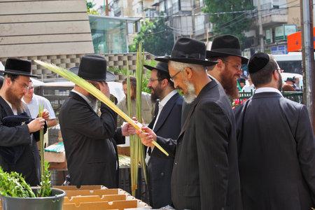 brak: Bnei Brak - September 22: A group of Orthodox Jews chooses ritual plant Lula before the holiday of Sukkot. Holiday city market September 22, 2010 in Bnei Brak, Israel  Editorial
