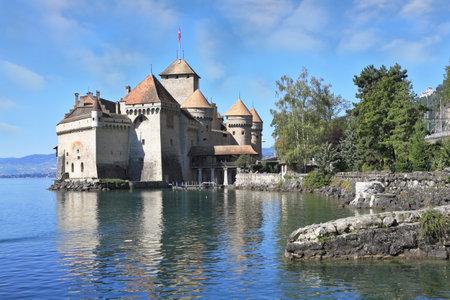 Prächtige mittelalterliche Schloss Chillon am Genfer See. Ausgezeichnete sonnigen Tag