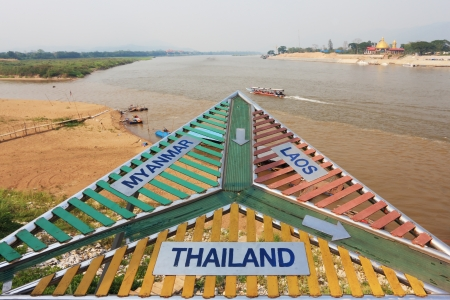 thai shape: Place on the Mekong River, which borders three countries - Thailand, Myanmar and Laos. The famous Golden Triangle.