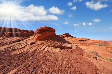 sun s: Camminando per il famoso Horseshoe Canyon negli Stati Uniti sole splendente nel cielo blu