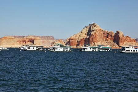 stormy waters: Many tourist boats sailing in the stormy waters of Lake Powell