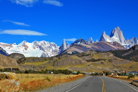 chalten: Famous rock Fitz Roy peaks in the Andes. Excellent highway in El Chalten.  Magnificent panorama of snow-capped mountains in Patagonia Stock Photo