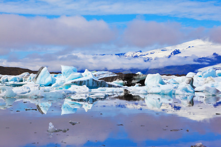 ices: The Arctic Ocean. Iceland. Floating  ices reflected in the lagoon  Yokulsarlon