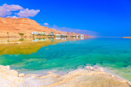 Fused salt made on the surface of the water. Emerald water of the Dead Sea Archivio Fotografico