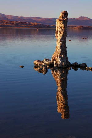 riff: Fabulously beautiful Mono Lake with fantastic reef-Tufa. Sunset
