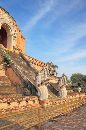 ritual: Step pyramid with the gold Buddha ritual dragons protect