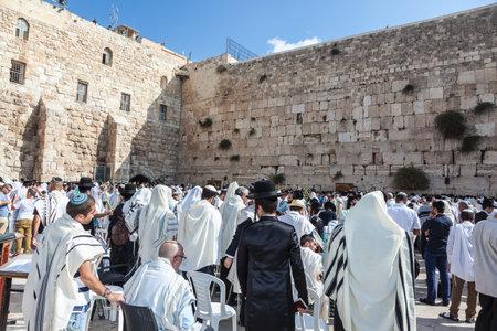 holies: JERUSALEM, ISRAEL - OCTOBER 12, 2014:  Morning autumn Sukkot. Hhuge crowd of faithful Jews wearing white prayer shawls and black long-skirted coats