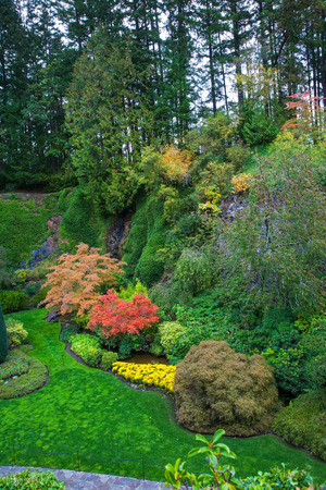 walking paths: The world-famous masterpiece of park architecture. Butchart Gardens - beautiful gardens on Vancouver Island. Flower beds of colorful flowers and walking paths for tourists Stock Photo