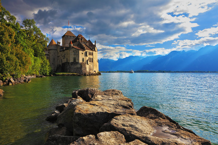 chillon: Lake Leman in fine weather. The beginning of autumn in Montreux, Switzerland
