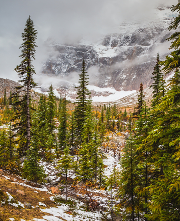 edith: Mount Edith Cavell. Cold start of autumn in Jasper National Park. Snow fell in September Stock Photo