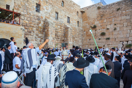 talmud: JERUSALEM, ISRAEL - OCTOBER 12, 2014:  The Jews of tallit hold four ritual plants. Morning autumn Sukkot, Blessing of the Kohanim. The area in front of Western Wall of Temple filled with people Editorial
