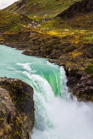 ゴロゴロ滝サルト ・ グランデ。パタゴニア、チリ南部の州への旅行します。極端な生態学的な観光事業の概念 写真素材