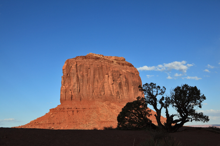 Dusk in Monument Valley. Famous red sandstone monoliths 版權商用圖片