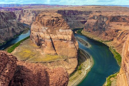 Bend of the Colorado River. Red sandstone soil and emerald water create a great contrast. Horseshoe - the famous landmark of Arizona. The concept of active, ecological and photo tourism Stok Fotoğraf