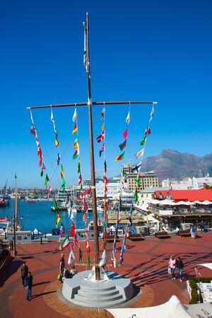开普敦,南非 -  2016年4月24日:在开普敦港的游乐园。在海洋岸的美好的晴天。活跃,异国情调和照片旅游的概念