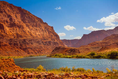 USA. Historic boat crossing Lee's Ferry. Smooth turn of the magnificent Colorado River. Amazing wildlife. Steep river banks of red sandstone. The concept of active, extreme and photo tourism Banco de Imagens
