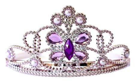 gemstones: Zilveren kleur tiara met paarse en Lila stenen en parels geïsoleerd op witte achtergrond Stockfoto