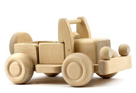 juguetes de madera: Coche de juguete retro aislado sobre fondo blanco Foto de archivo