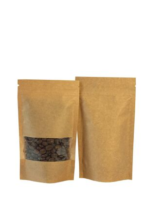 Brown kraft paper pouch bags with coffee beans front view isolated on a white background. Packaging for foods and goods template mockup.Packs with clasps and windows for tea leaves and weight products Banco de Imagens