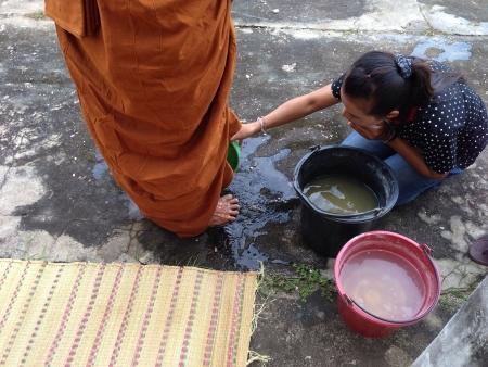 lave: Foot washing