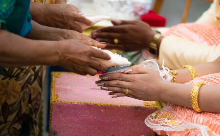 Asian wedding traditions. Pour water into the hand. Thailand entered the wedding ceremony promise to live together with men and women. Creating a shared future for two people.