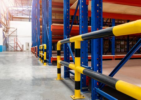 Steel bumper inside the warehouse. Prevent unsafe and dangerous operations. Bumpers do not provide forklifts and rack machinery. The steel bumper can prevent collisions in various places. Banco de Imagens